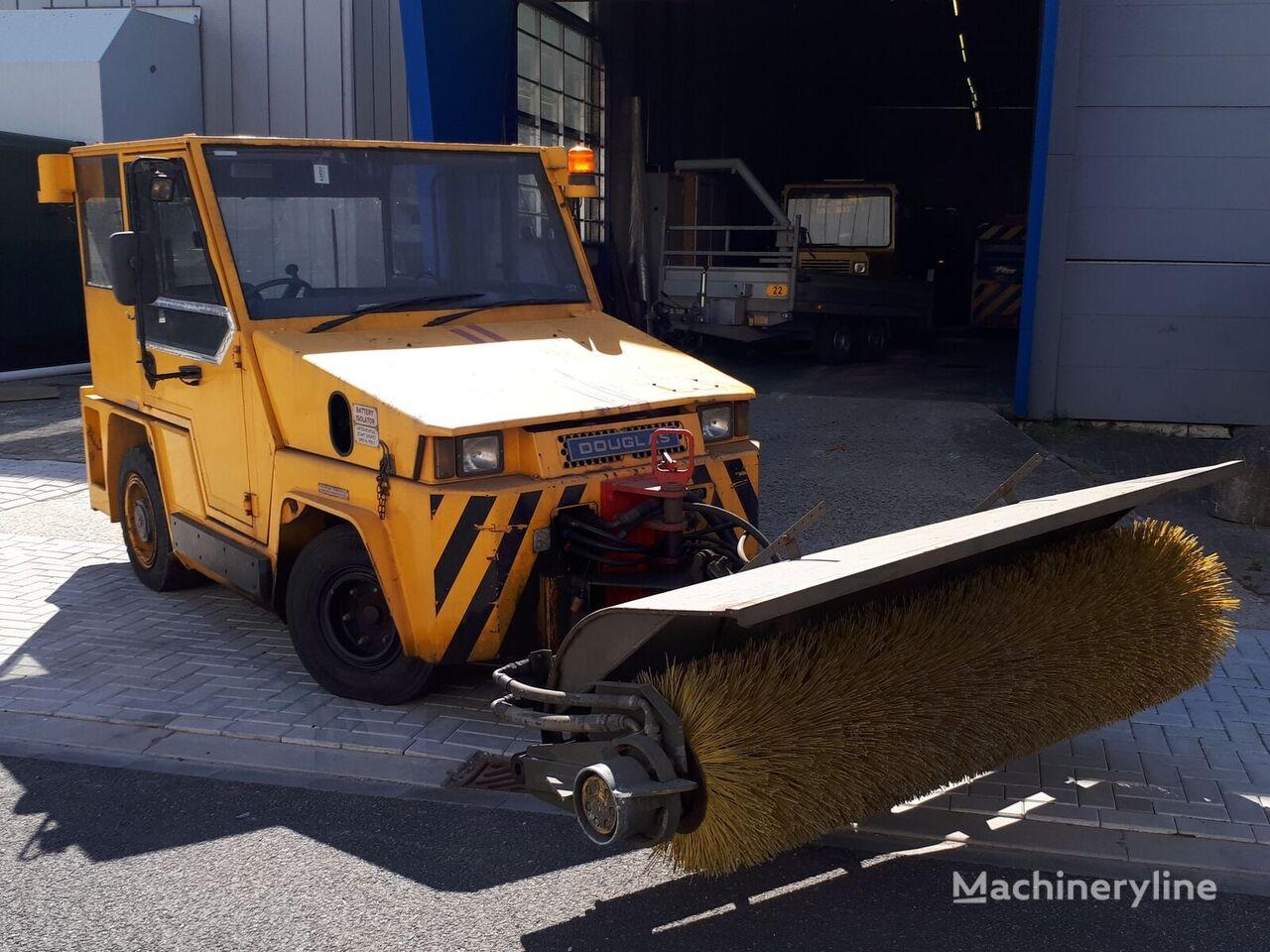 Douglas  DB85M towing tractor tractor de equipaje