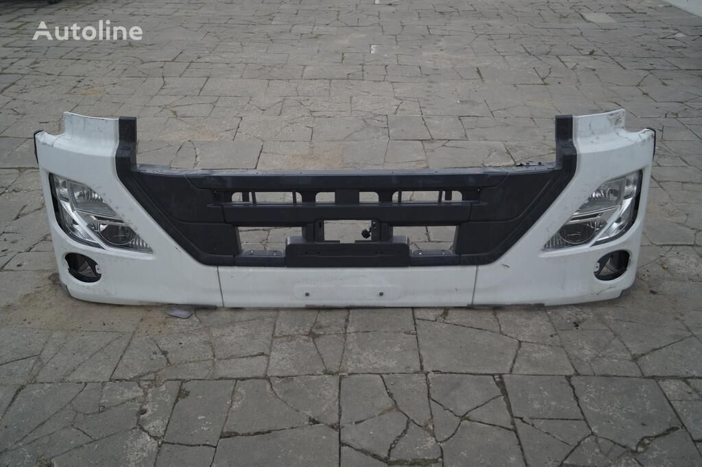 paragolpes NISSAN FRONT BUMPER / UD TRUCKS QUON / LIKE NEW / WOLDWIDE DELIVERY para camión
