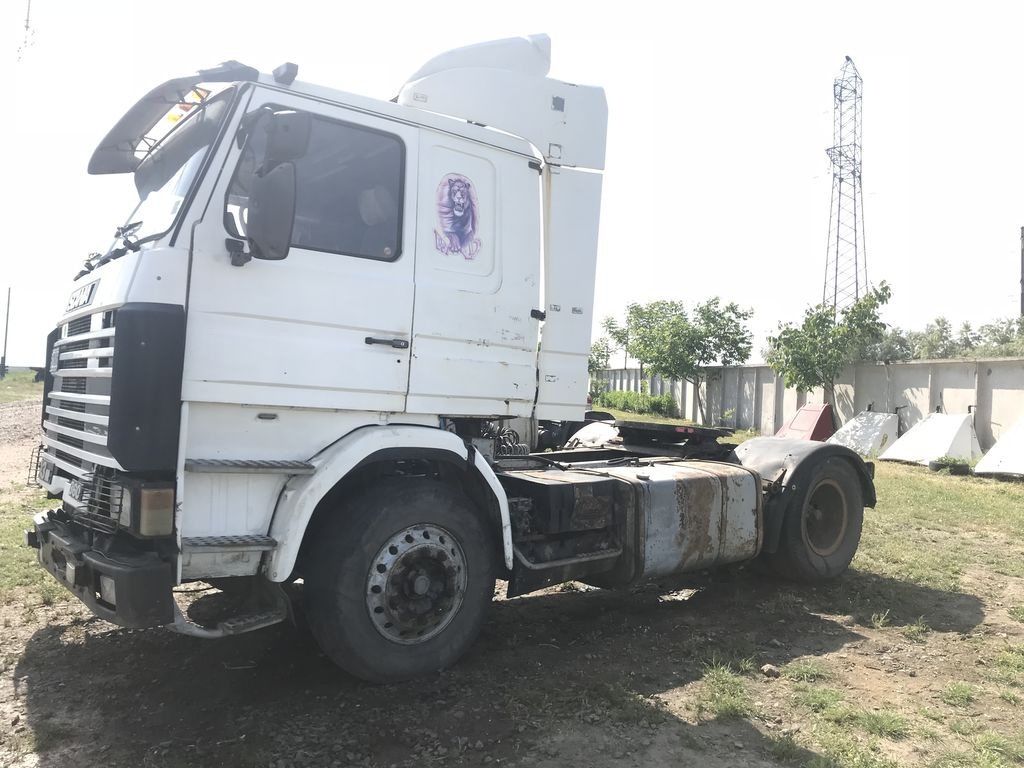 SCANIA 113 tractora